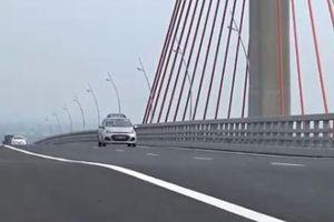 Cầu Bạch Đằng 7.000 tỉ đồng vừa thông xe đã bị lún võng