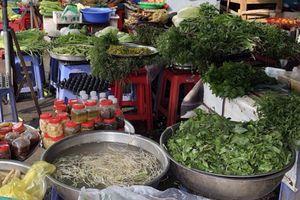 Thèm về chợ quê, mua con cá bó rau!