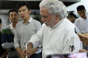 Bếp trưởng 2 sao Michelin biến lá su hào Việt thành món cao cấp