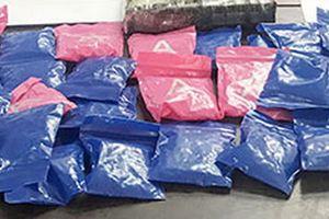'Cặp đôi' vận chuyển heroin và 5.000 viên ma túy tổng hợp sa lưới