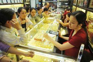 Giá vàng hôm nay 3/11: 'Sức khỏe' kinh tế Mỹ suy yếu, giá vàng leo cao