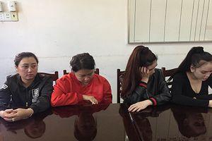 Nhóm phụ nữ hành hung dã man hai thiếu nữ