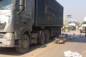 Hai giáo viên nước ngoài bị xe container cán, một người tử vong tại chỗ