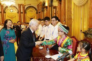Tổng Bí thư, Chủ tịch nước Nguyễn Phú Trọng gặp mặt Đoàn học sinh, sinh viên tiêu biểu