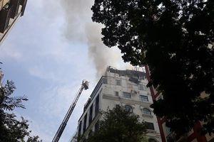 Clip: Hiện trường vụ cháy lớn tại khách sạn A&EM