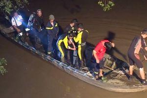 Chưa tìm thấy bé gái rơi xuống sông mất tích sau va chạm giao thông
