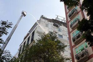 Cháy khách sạn ở trung tâm TP.HCM: Mời 3 thợ hàn lên làm việc