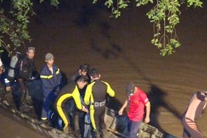 Vĩnh Long: Tích cực tìm kiếm bé gái rơi xuống sông mất tích nghi va chạm giao thông