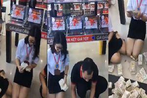 Sốc: Thanh niên Hà Nội mang 30 triệu tiền lẻ mua iPhone Xs Max