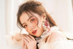 Trọn bộ ảnh những thí sinh đẹp như hoa đang chiếm 'spot light' cuộc thi Miss Hutech 2019