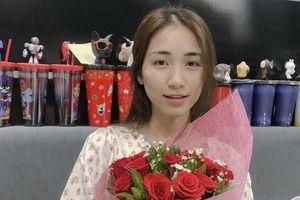 Hòa Minzy xuất hiện nhợt nhạt sau 3 ngày phẫu thuật dạ dày