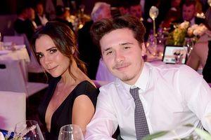 Victoria Beckham trẻ trung, gợi cảm cùng con trai Brooklyn đi dự tiệc