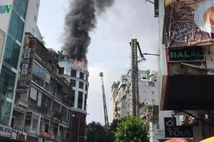 Cháy khách sạn 12 tầng ở khu trung tâm TP HCM, du khách bỏ chạy