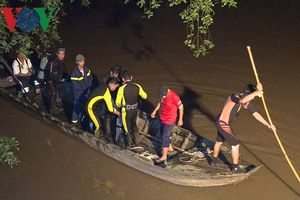 Học sinh lớp 2 đi học về bị tai nạn giao thông rơi xuống sông mất tích