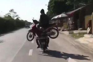 Clip: Màn biểu diễn nguy hiểm của 'Người vận chuyển' phiên bản Việt