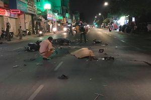 2 xe máy nát vụn sau va chạm kinh hoàng ở Sài Gòn, 3 người thương vong