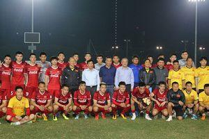 Bộ trưởng Nguyễn Ngọc Thiện: 'Tôi yêu mến tất cả các cầu thủ Việt Nam vì họ là một tập thể đoàn kết'
