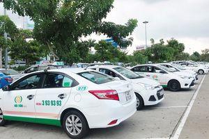 Hàng loạt taxi 'từ chối' khách tại sân bay để phản đối Grab