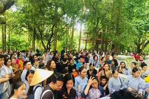 Hàng ngàn người thăm viếng Tổ đình Từ Hiếu, mong diện kiến Thiền sư Thích Nhất Hạnh