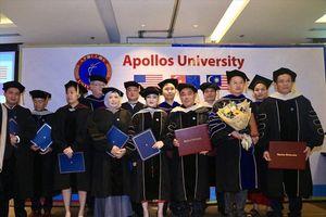 2 doanh nhân Việt Nam được Đại học Apollos (Hoa Kỳ) trao bằng Tiến sĩ danh dự