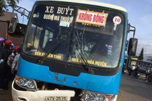Va chạm xe buýt, hai vợ chồng tử vong trên Quốc lộ 27