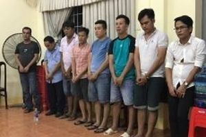 Bắt quả tang tám đối tượng đánh bạc tại Đồng Nai