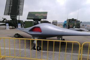 Trung Quốc trắng trợn khoe UAV tàng hình sao chép của Mỹ tại Chu Hải