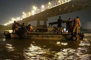 Xác định danh tính nạn nhân nữ tử vong trong xe Mercedes lao xuống sông Hồng