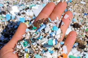 Đối phó thế nào với ô nhiễm nhựa?