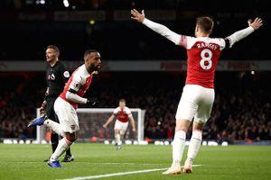 Lacazette tỏa sáng, Arsenal thoát thua trước Liverpool