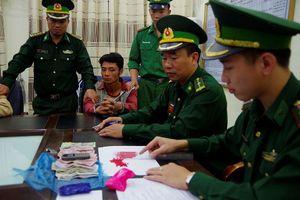 Bắt 2 đối tượng mua bán ma túy trên biên giới