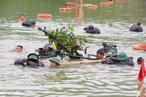 Cận cảnh trung đoàn bộ binh diễn tập vòng tổng hợp