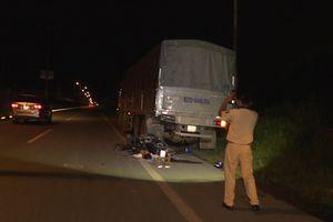 Xe máy tông đuôi xe tải, 2 thanh niên tử vong tại chỗ