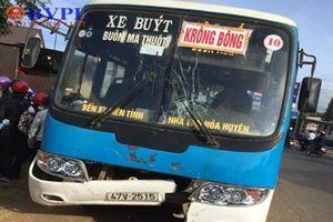 Hai vợ chồng tử vong sau khi va chạm với xe buýt