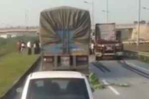 Xe ô tô lùi trên cao tốc: Một xe tiến, một xe lùi, tòa yêu cầu phải giữ khoảng cách an toàn?