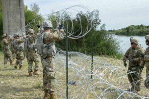 Binh sĩ và dây thép gai: Mỹ sẵn sàng 'tuyên chiến' với dòng người di cư