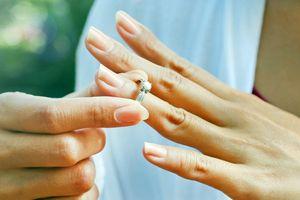 Chấm dứt hôn nhân với người chồng thích tìm 'của lạ'