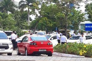 Hàng trăm taxi đình công ở sân bay Đà Nẵng để phản đối Grab