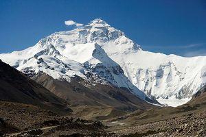 Tuyết bất ngờ phủ trắng dãy Himalaya