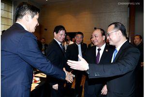 Thủ tướng Nguyễn Xuân Phúc tọa đàm với các doanh nghiệp Trung Quốc