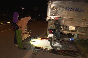 Tông đuôi xe tải, hai nam thanh niên đi xe máy thiệt mạng