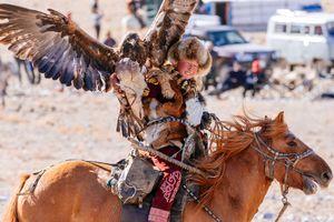 Thưởng ngoạn bộ ảnh Lễ hội Golden Eagle, một sự kiện văn hóa Mông Cổ đặc sắc vừa được quốc tế công nhận