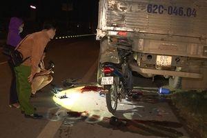 Xe máy tông vào đuôi xe tải, hai thanh niên tử vong tại chỗ