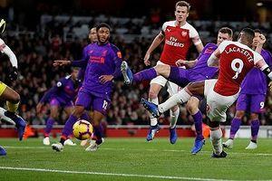 Arsenal hòa Liverpool trong trận cầu mãn nhãn