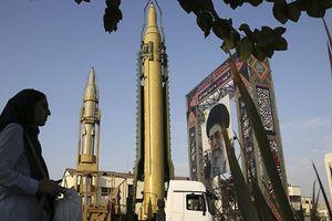 Leo thang đòn kinh tế: Quân sự Mỹ 'lạnh người' tên lửa Iran