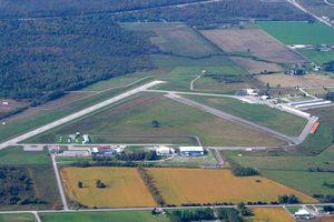 Hai máy bay va chạm vào nhau trên không trung, 1 phi công tử vong