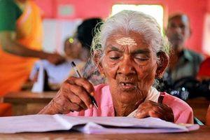 Cụ bà 96 tuổi muốn học hết lớp 10 ở Ấn Độ