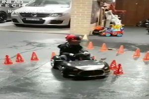 Những màn drift xe siêu đẳng của cậu bé 4 tuổi