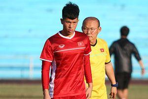 Trung vệ Đình Trọng căng thẳng trong lần đầu dự AFF Cup