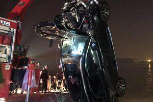 Phát hiện chi tiết mới trong vụ xe Mercedes lao xuống sông Hồng
